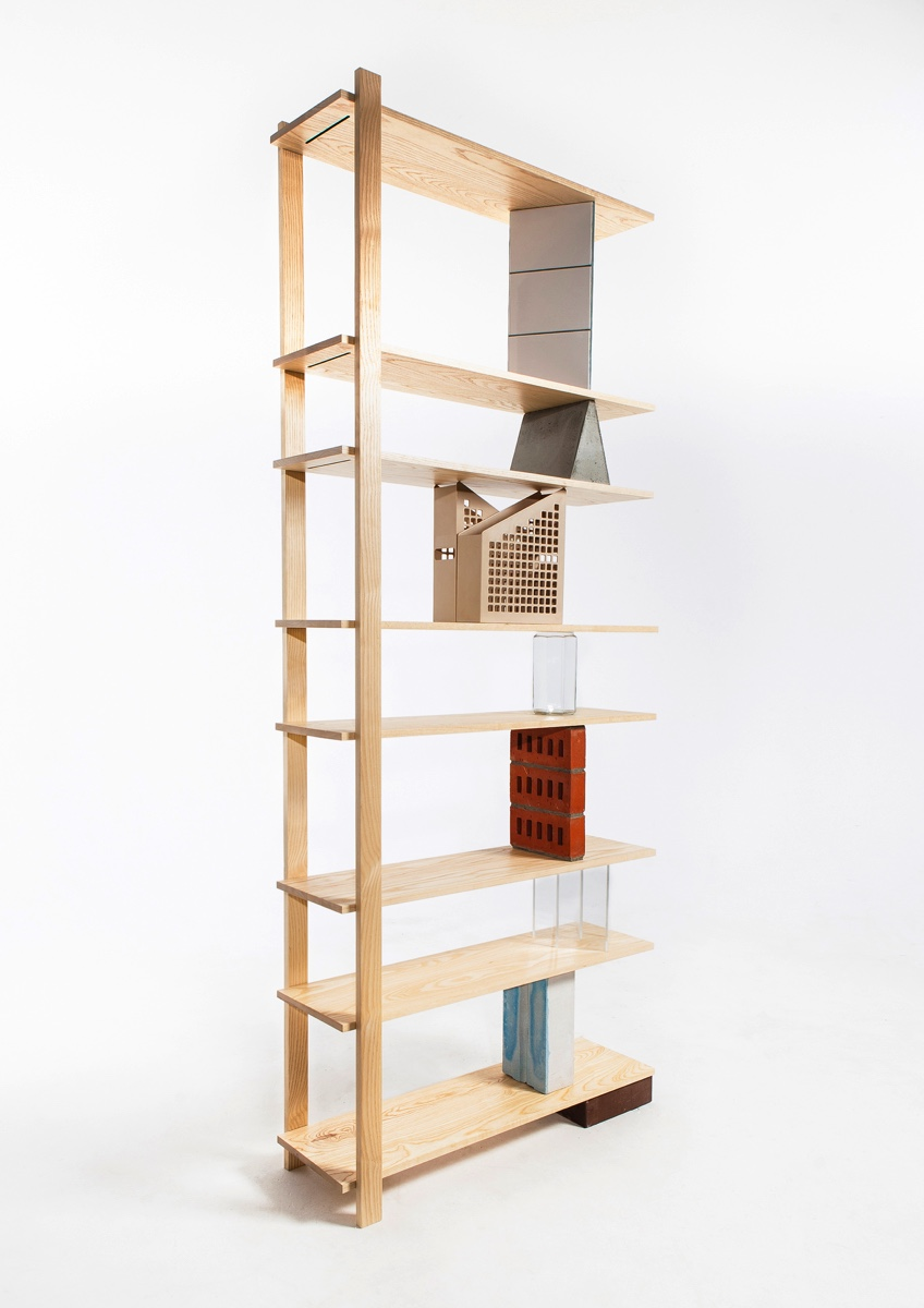 The exhibits are part of the structure of Emiel Remmelts' shelf.